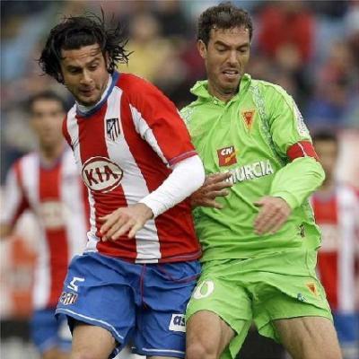 Un empate que corta la racha de derrotas y que vuelve a colocar al Murcia en puestos de descenso