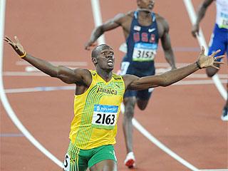 Bolt pulveriza el record de 200 m